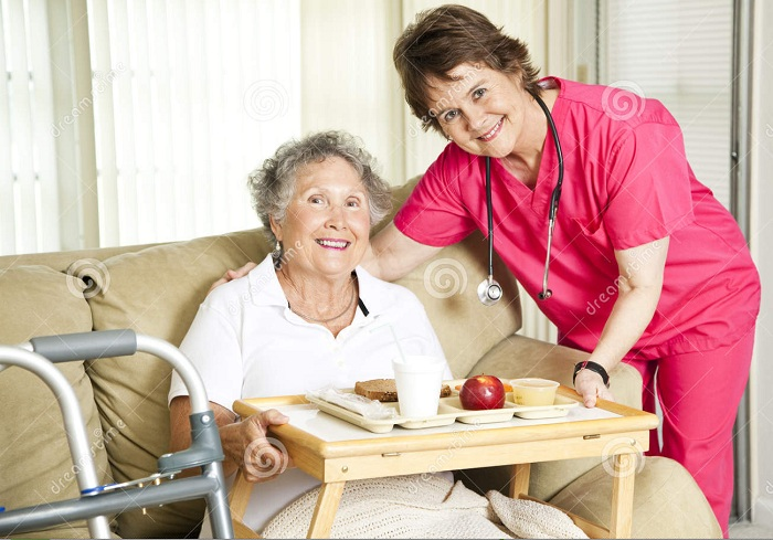 lunch-nursing-home-17948929