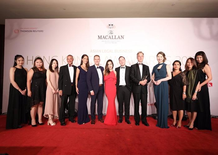 """Harvey Law Group vinh dự nhận giải thưởng """"Công ty Luật Di trú của Năm 2017"""""""