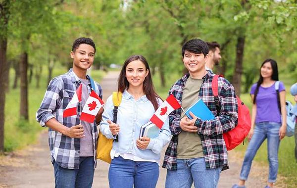 Hệ thống giáo dục Canada gồm trường công lập và tư thục từ mẫu giáo tới cao đẳng