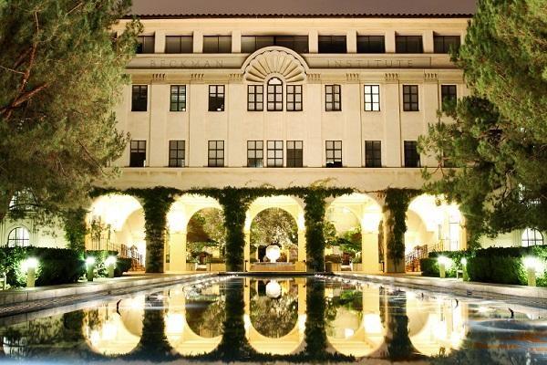 Khuôn viên Viện Công nghệ California rất khang trang và đẹp mắt